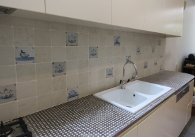 Charcol & Oatmeal basketweave bench top. Delft tiles and Biancone marble splash back