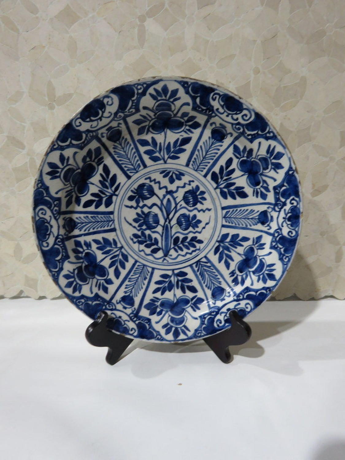 Delft blue & white charger plate, 18thC